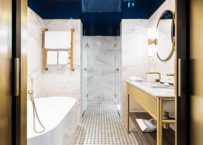 1382_Junior Suite - Blue Bathroom